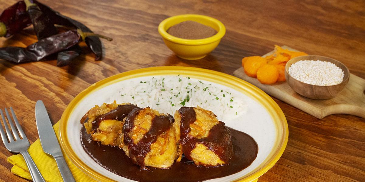 Croquetas con salsa de guajillo